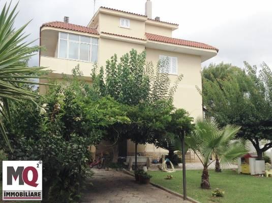 Palazzo / Stabile in vendita a Mondragone, 6 locali, prezzo € 300.000 | Cambio Casa.it
