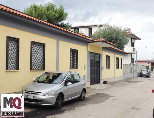 Villa in vendita a Mondragone, 8 locali, prezzo € 220.000 | Cambio Casa.it