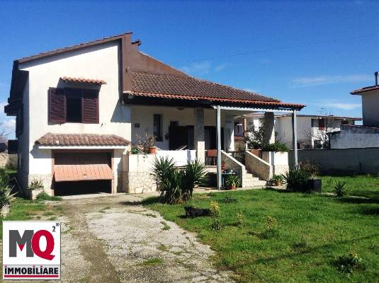 Villa in vendita a Castel Volturno, 7 locali, prezzo € 160.000 | Cambio Casa.it