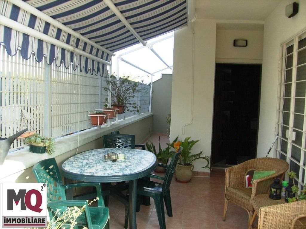 Soluzione Indipendente in vendita a Mondragone, 6 locali, zona Zona: Levagnole, prezzo € 105.000 | CambioCasa.it