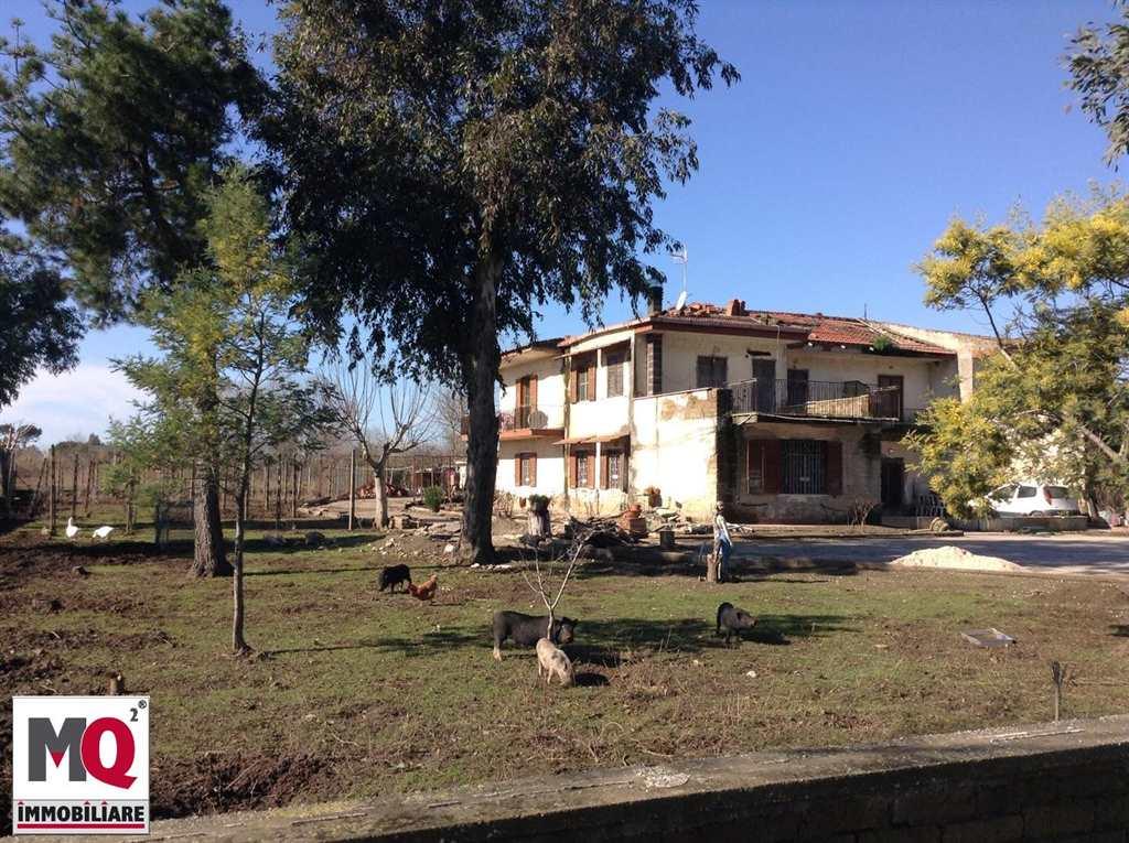 Rustico / Casale in vendita a Mondragone, 8 locali, prezzo € 58.000 | CambioCasa.it