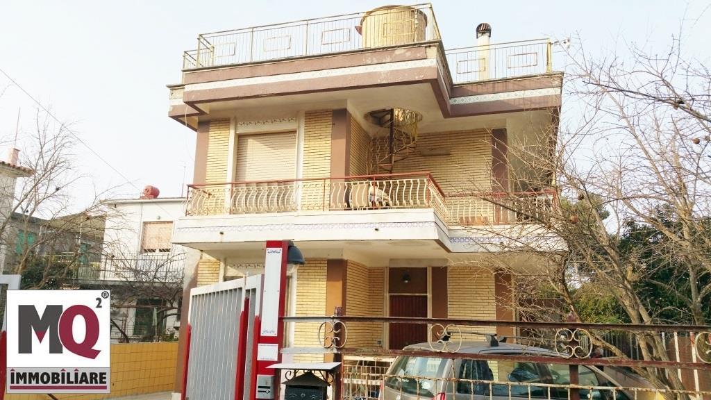 Palazzo / Stabile in vendita a Castel Volturno, 8 locali, prezzo € 65.000 | Cambio Casa.it