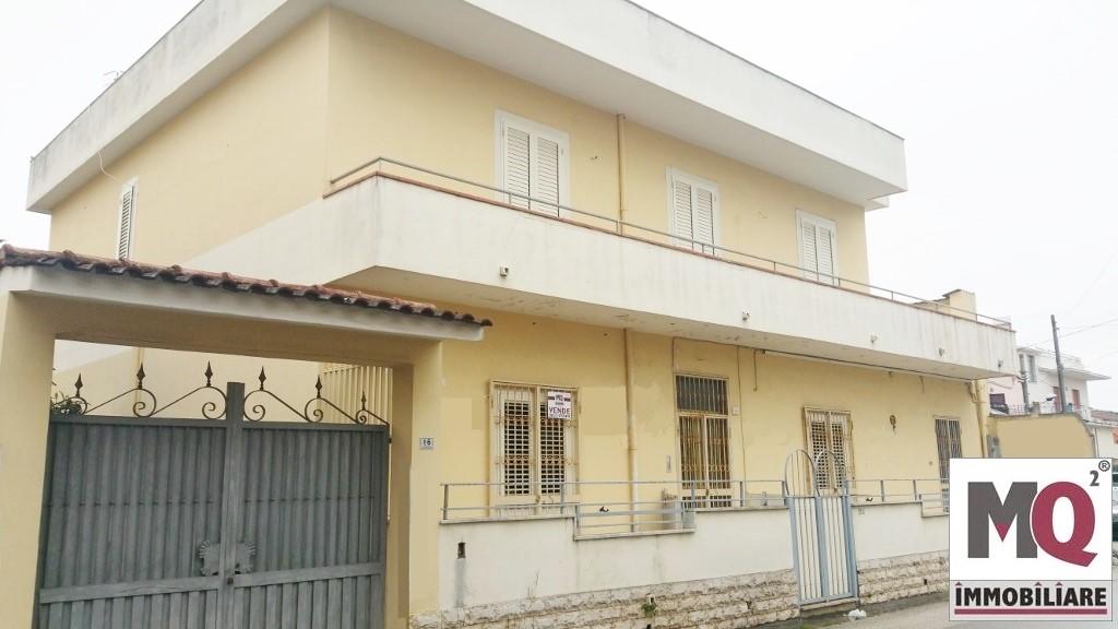 Palazzo / Stabile in vendita a Mondragone, 9 locali, prezzo € 230.000 | CambioCasa.it
