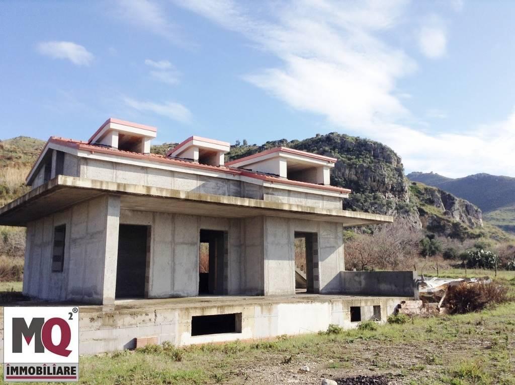 Villa in affitto a Mondragone, 5 locali, zona Zona: Levagnole, prezzo € 400 | CambioCasa.it