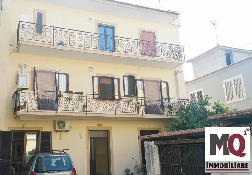 Palazzo / Stabile in Vendita a Mondragone