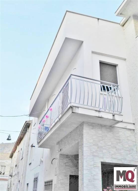 Soluzione Indipendente in vendita a Mondragone, 2 locali, zona Zona: Piazza, prezzo € 90.000 | CambioCasa.it
