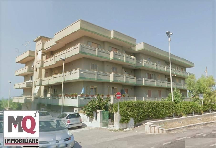 Appartamento in vendita a Mondragone, 3 locali, zona Zona: Zona Lido, prezzo € 100.000 | CambioCasa.it