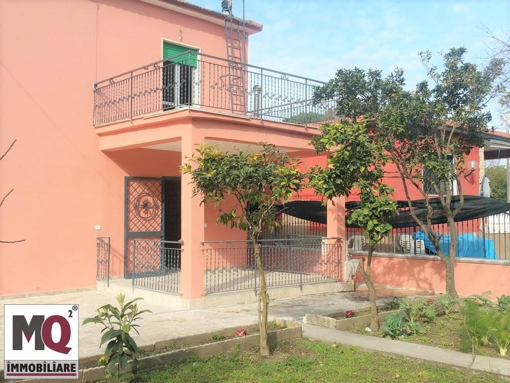 Palazzo / Stabile in vendita a Castel Volturno, 6 locali, prezzo € 140.000 | Cambio Casa.it