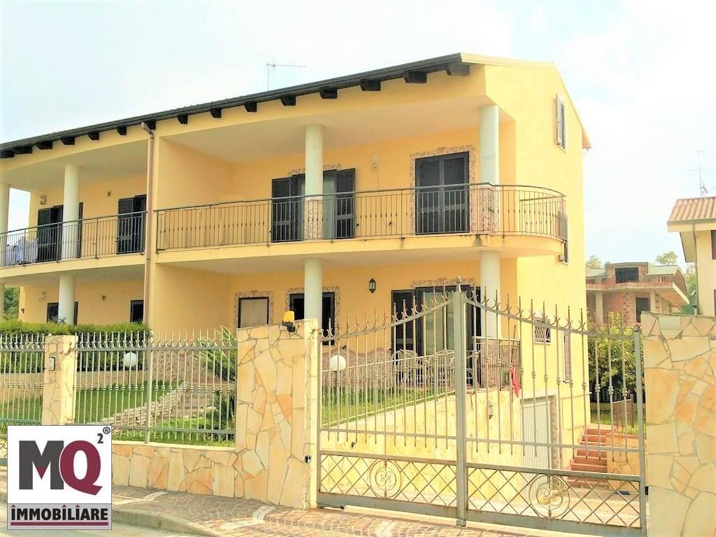 Villa in vendita a Mondragone, 5 locali, prezzo € 230.000 | Cambio Casa.it