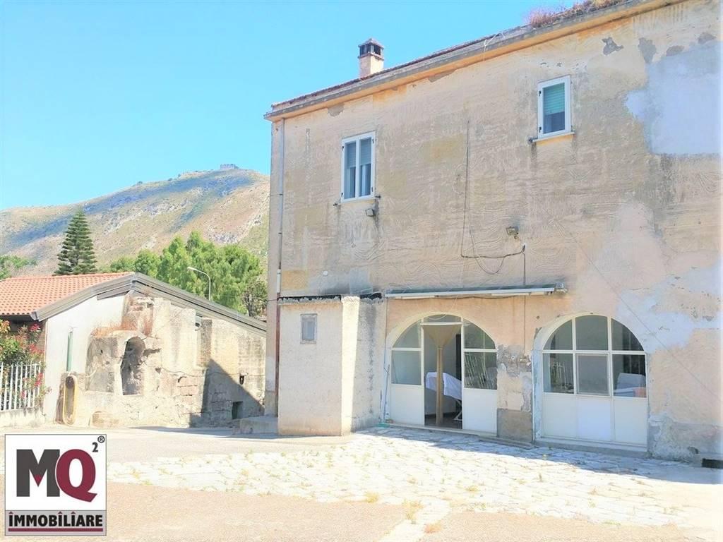 Soluzione Indipendente in vendita a Mondragone, 4 locali, zona Zona: Crocelle, prezzo € 220.000 | CambioCasa.it
