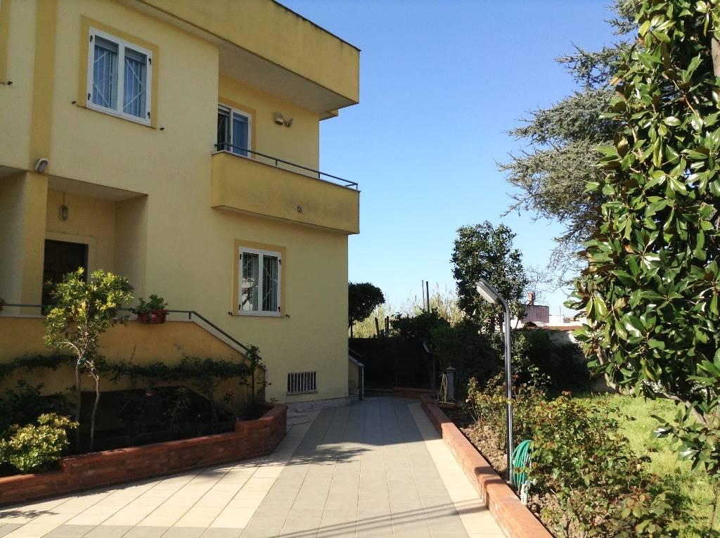 Villa in vendita a Mondragone, 6 locali, zona Zona: San Nicola, prezzo € 190.000 | CambioCasa.it