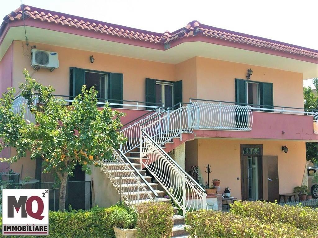 Villa in vendita a Giugliano in Campania, 9 locali, zona Località: LICOLA BORGO / LICOLA LIDO / COUNTRY PARK, prezzo € 280.000 | Cambio Casa.it