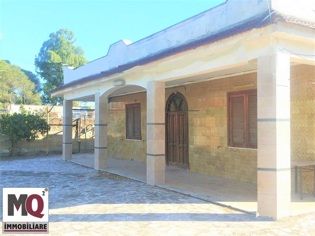 Villa in vendita a Mondragone, 4 locali, prezzo € 50.000 | CambioCasa.it