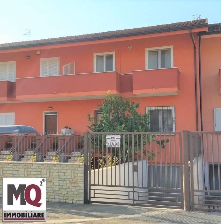 Villa in vendita a Mondragone, 4 locali, prezzo € 165.000 | CambioCasa.it