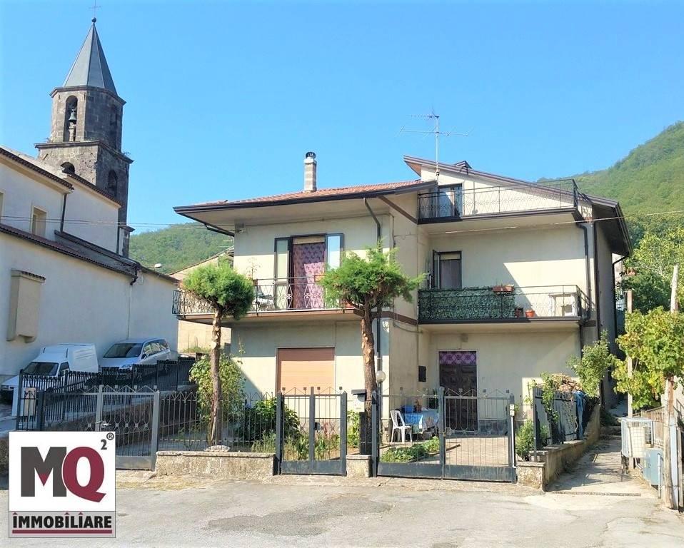 Villa in vendita a Roccamonfina, 7 locali, prezzo € 150.000 | CambioCasa.it