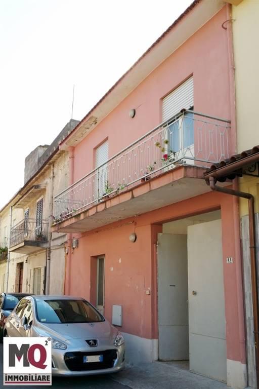 Soluzione Indipendente in vendita a Mondragone, 5 locali, prezzo € 45.000 | CambioCasa.it