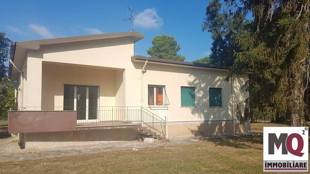 Villa in vendita a Sessa Aurunca, 6 locali, zona Località: FASANI, prezzo € 160.000   CambioCasa.it