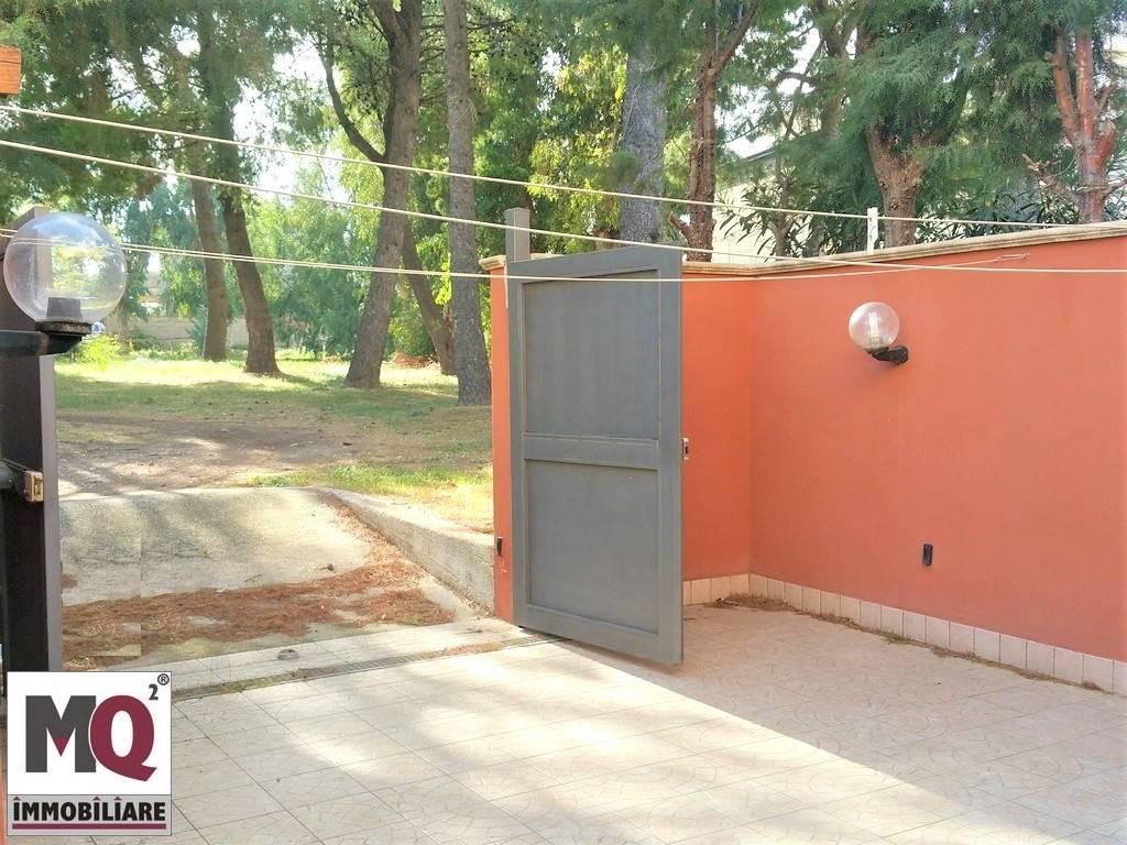 Villa in vendita a Mondragone, 9 locali, prezzo € 175.000   CambioCasa.it