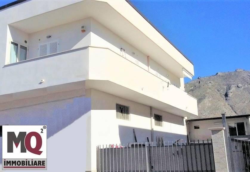 Palazzo / Stabile in vendita a Mondragone, 5 locali, prezzo € 180.000 | CambioCasa.it