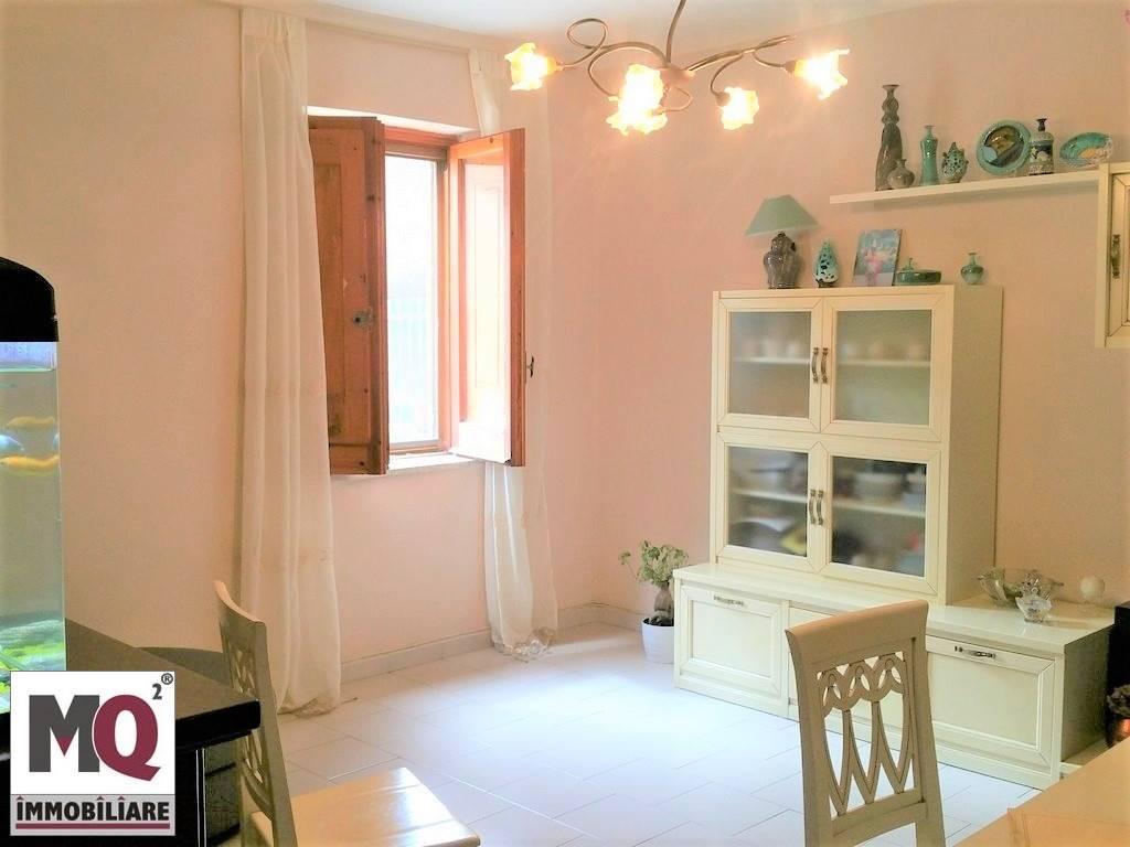 Appartamento in vendita a Carinola, 3 locali, prezzo € 52.000   CambioCasa.it