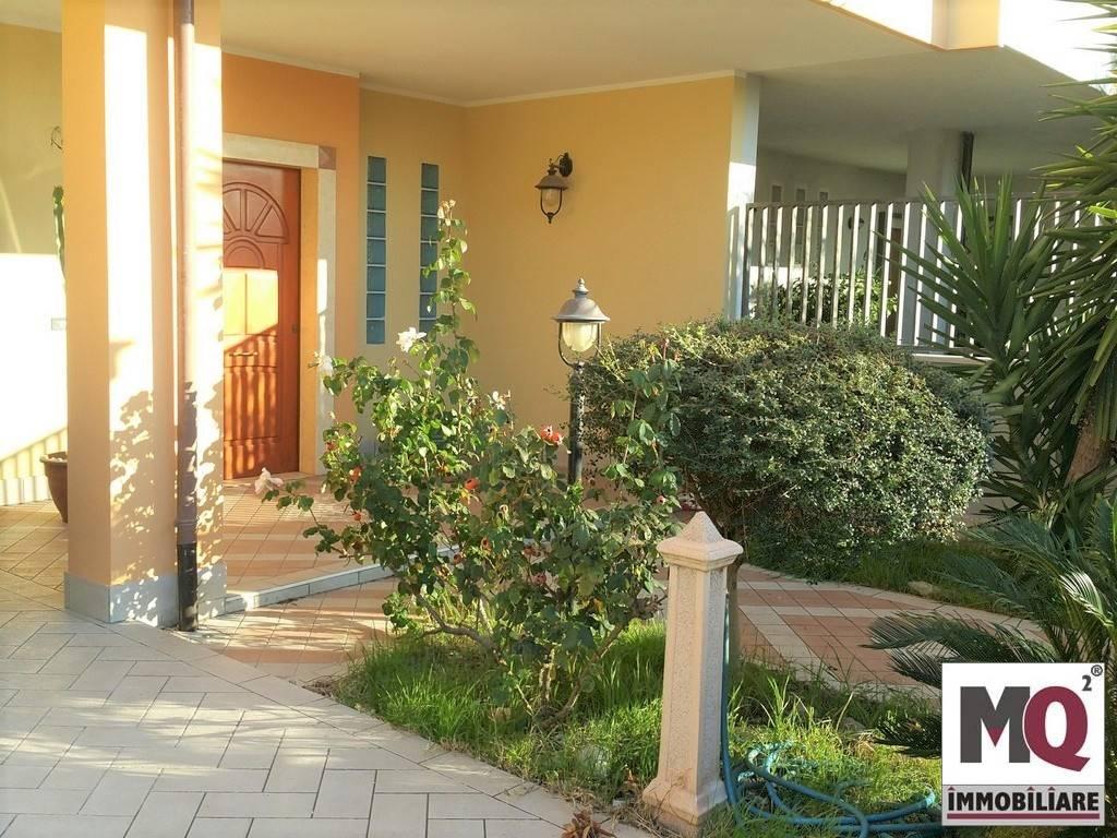 Villa in vendita a Mondragone, 7 locali, prezzo € 220.000   CambioCasa.it
