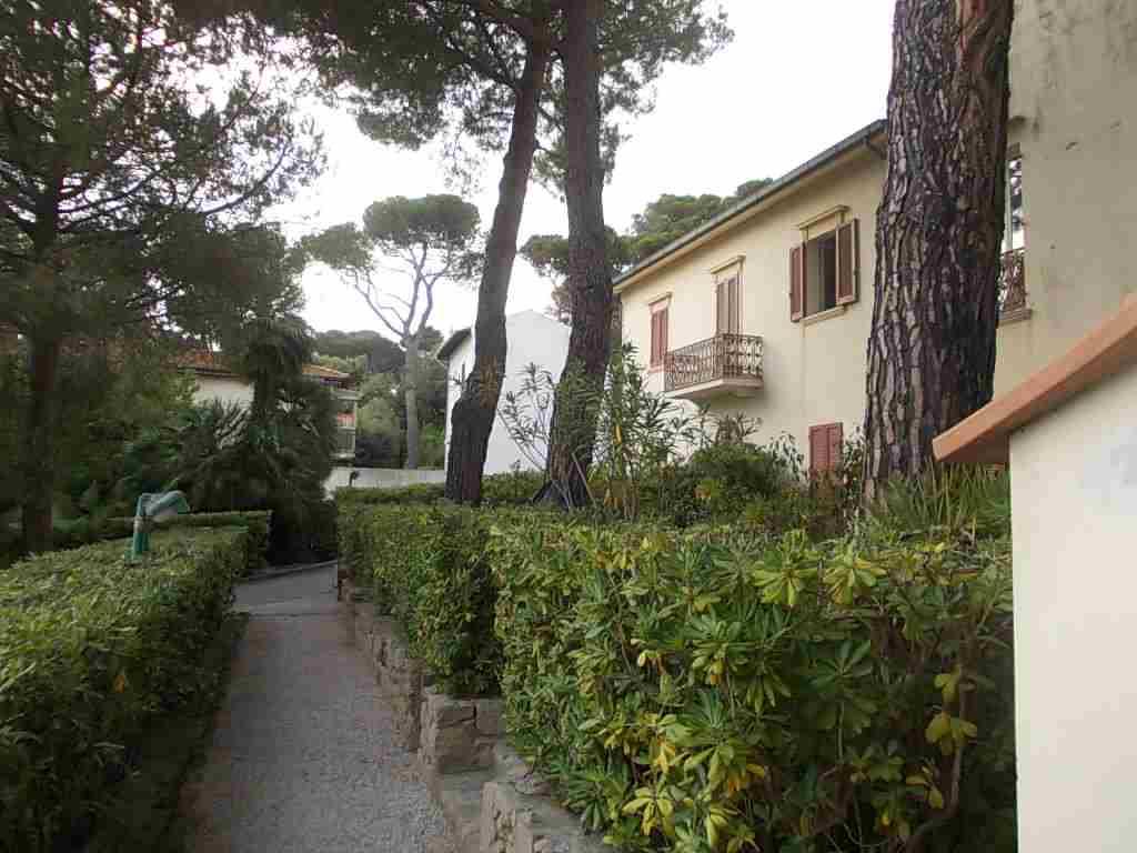 Case quercianella livorno in vendita e in affitto for Case livorno affitto