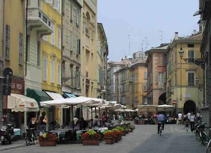 magazzino-deposito  in Vendita a Parma