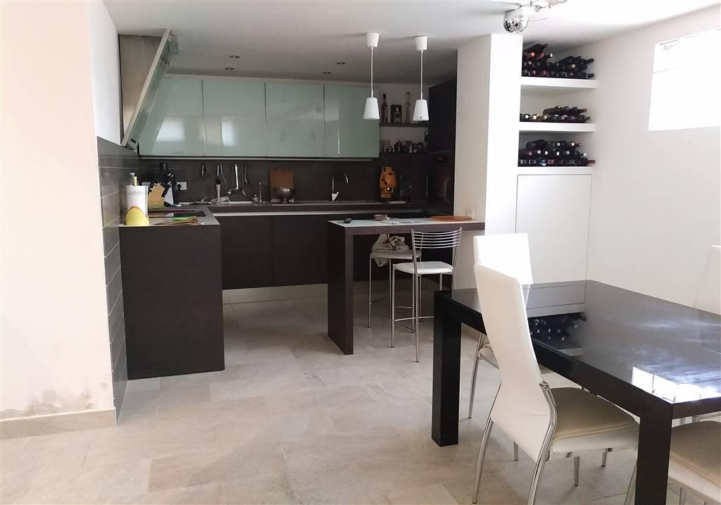 Soluzione Indipendente in vendita a Castelfiorentino, 6 locali, zona Zona: Castelnuovo d'Elsa, prezzo € 350.000 | Cambio Casa.it
