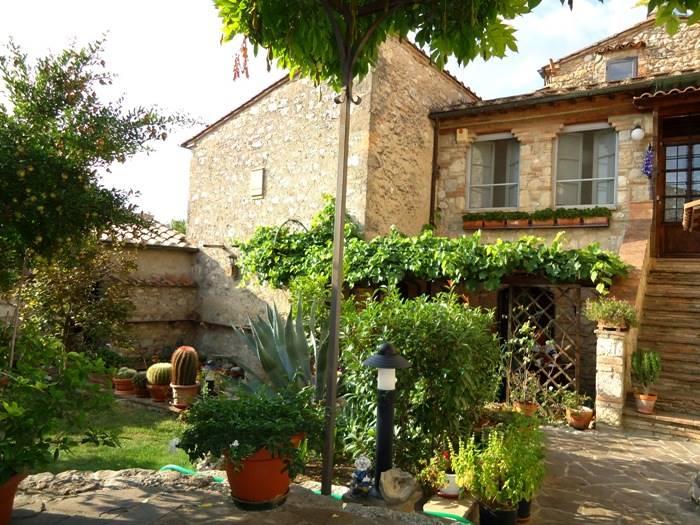 Rustico / Casale in vendita a Colle di Val d'Elsa, 10 locali, prezzo € 430.000 | CambioCasa.it