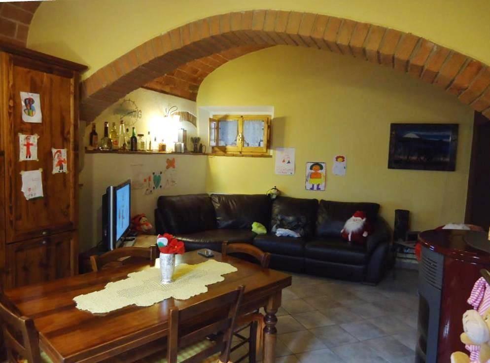 Soluzione Indipendente in vendita a Gambassi Terme, 5 locali, prezzo € 220.000 | CambioCasa.it