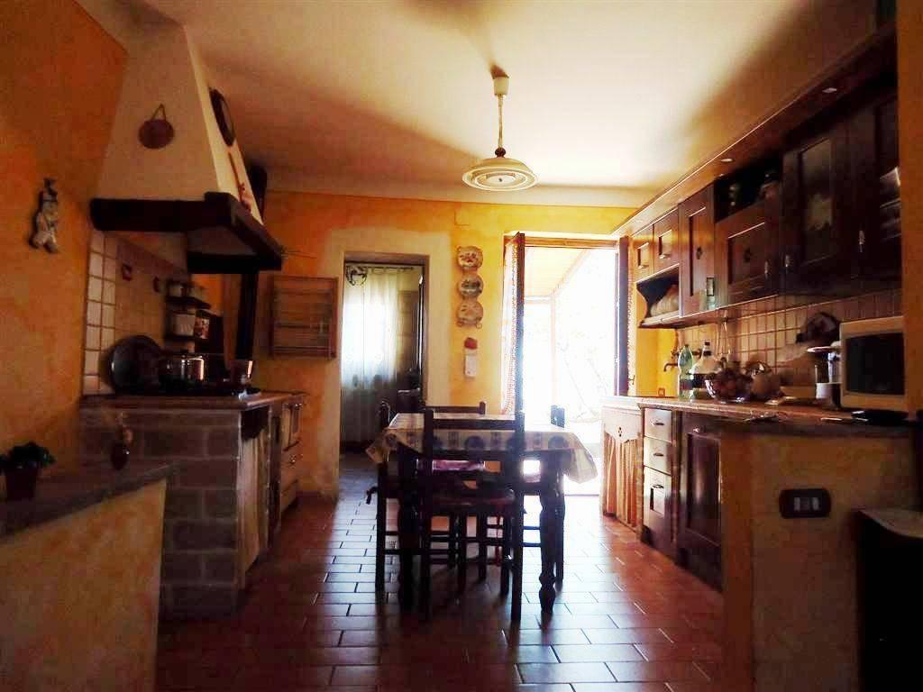 Soluzione Indipendente in vendita a Gambassi Terme, 7 locali, prezzo € 165.000 | Cambio Casa.it