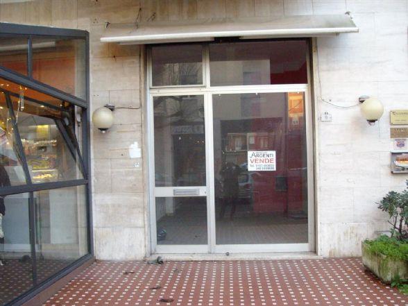 Negozio / Locale in vendita a Sarzana, 1 locali, prezzo € 80.000 | Cambio Casa.it