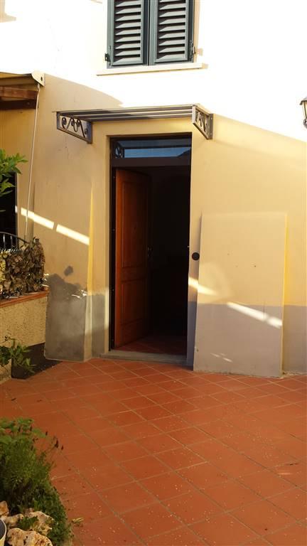 Soluzione Indipendente in affitto a Prato, 4 locali, zona Zona: Mezzana, prezzo € 700   Cambio Casa.it