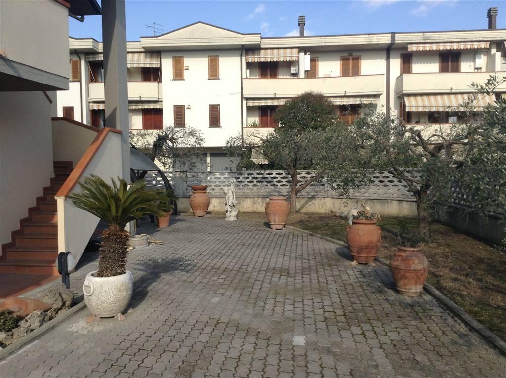 Soluzione Indipendente in vendita a Poggio a Caiano, 5 locali, prezzo € 400.000 | Cambio Casa.it