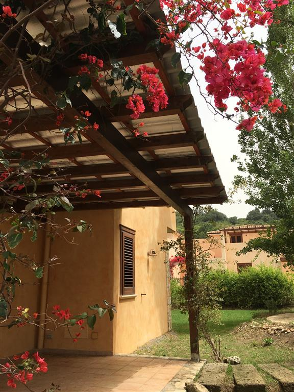 Villa a Schiera in Affitto a Campofelice di Roccella