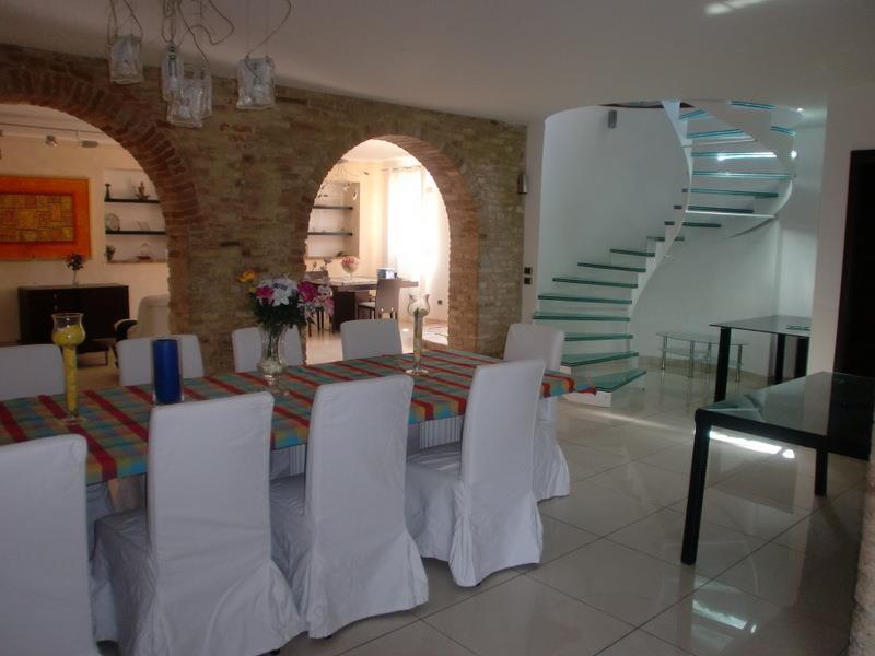 Villa in vendita a Recanati, 12 locali, prezzo € 800.000 | Cambio Casa.it