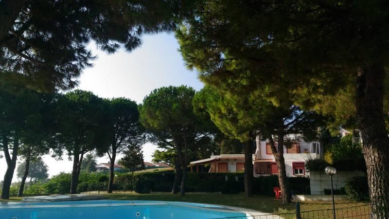 Soluzione Indipendente in affitto a Numana, 4 locali, zona Località: VILLAGGIO TAUNUS, prezzo € 600 | Cambio Casa.it