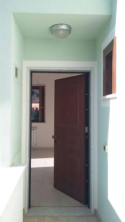 Appartamento in affitto a Follo, 3 locali, zona Zona: Piano di Follo, prezzo € 450 | CambioCasa.it