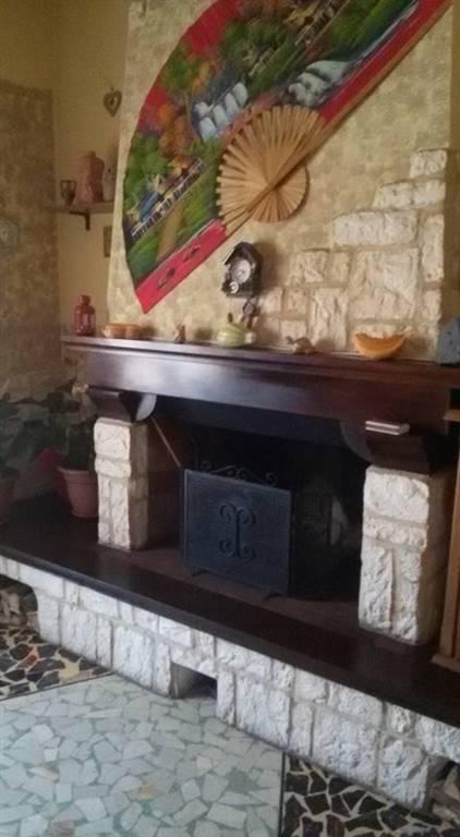 Soluzione Indipendente in vendita a Castelnuovo Magra, 9 locali, zona Zona: Colombiera, prezzo € 230.000 | Cambio Casa.it