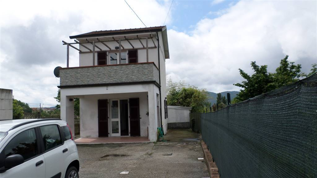 Villa in vendita a Sarzana, 4 locali, prezzo € 150.000 | CambioCasa.it