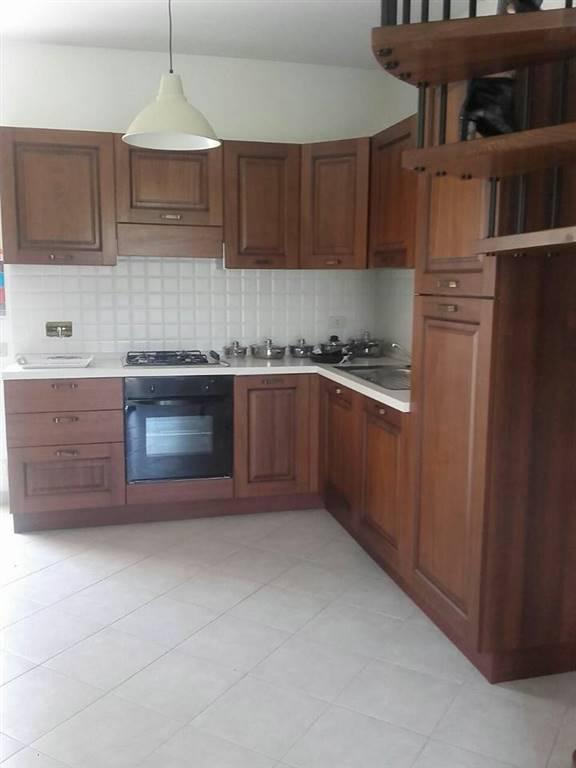 Soluzione Semindipendente in affitto a Bolano, 5 locali, zona Zona: Ceparana, prezzo € 720 | Cambio Casa.it