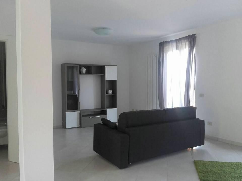 Appartamento in affitto a Bolano, 2 locali, zona Zona: Ceparana, prezzo € 450 | Cambio Casa.it