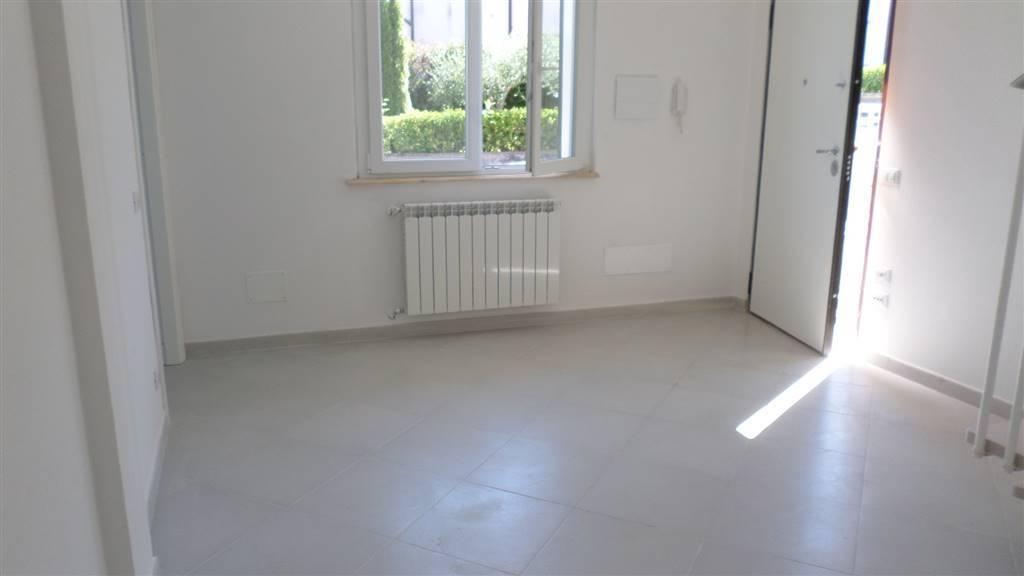 Appartamento in vendita a Vezzano Ligure, 4 locali, zona Zona: Prati, prezzo € 135.000 | CambioCasa.it