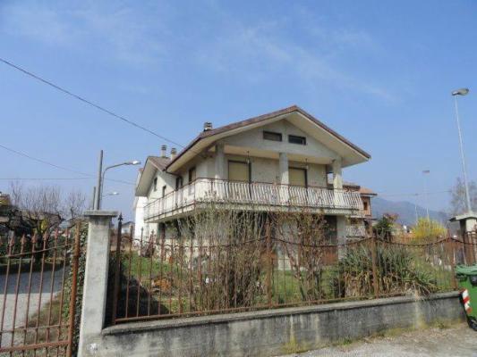 Soluzione Indipendente in vendita a Borgo San Dalmazzo, 8 locali, prezzo € 299.000 | Cambio Casa.it