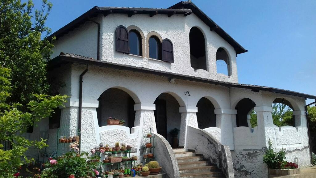 Villa-Villetta  in Vendita a Velletri