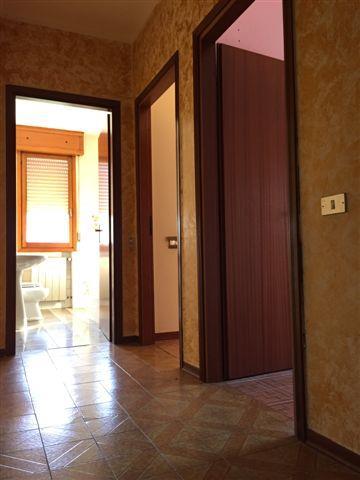 Appartamento in vendita a Novi di Modena, 5 locali, prezzo € 45.000 | CambioCasa.it