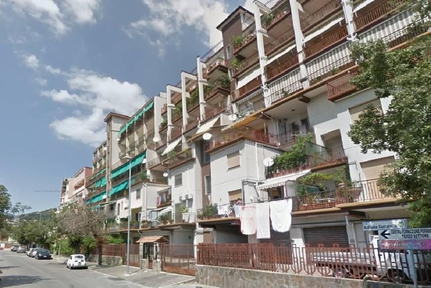 Appartamento in vendita a Salerno, 5 locali, zona Località: ITALIA, prezzo € 360.000 | Cambio Casa.it