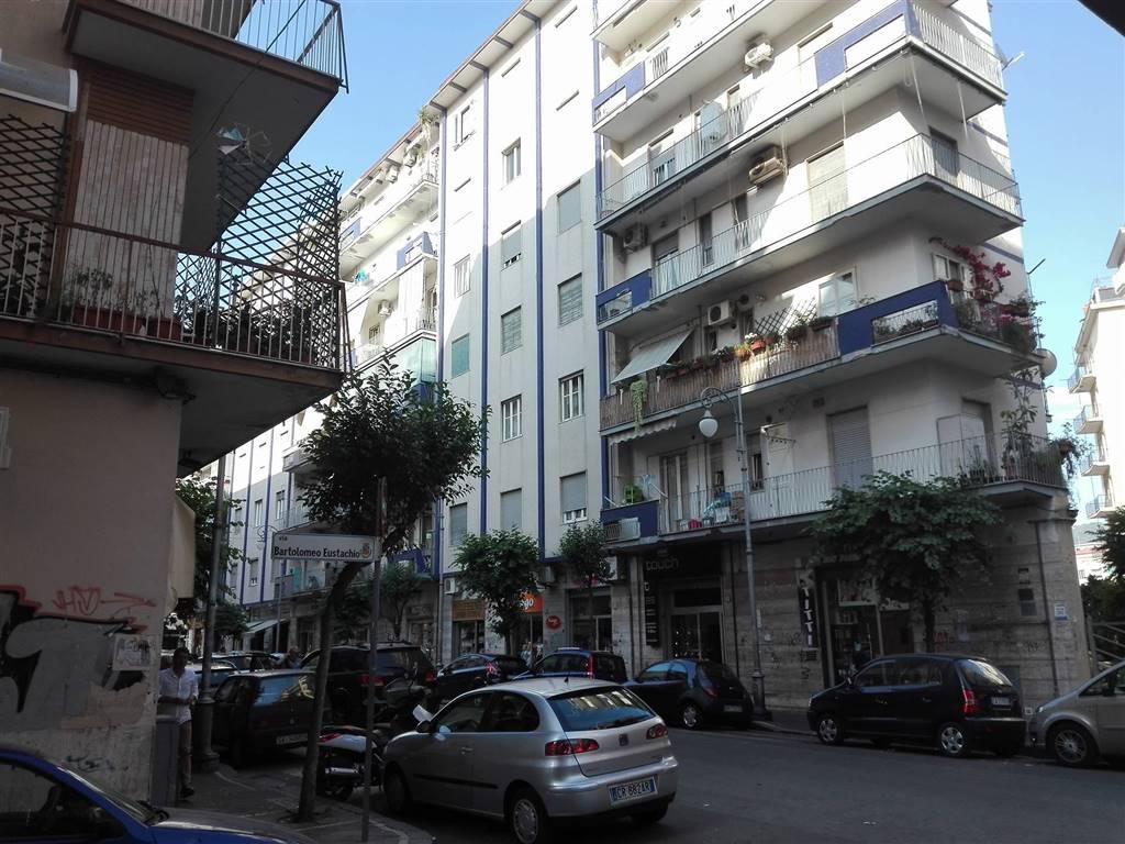 Appartamento in vendita a Salerno, 5 locali, zona Zona: Pastena, prezzo € 340.000 | CambioCasa.it