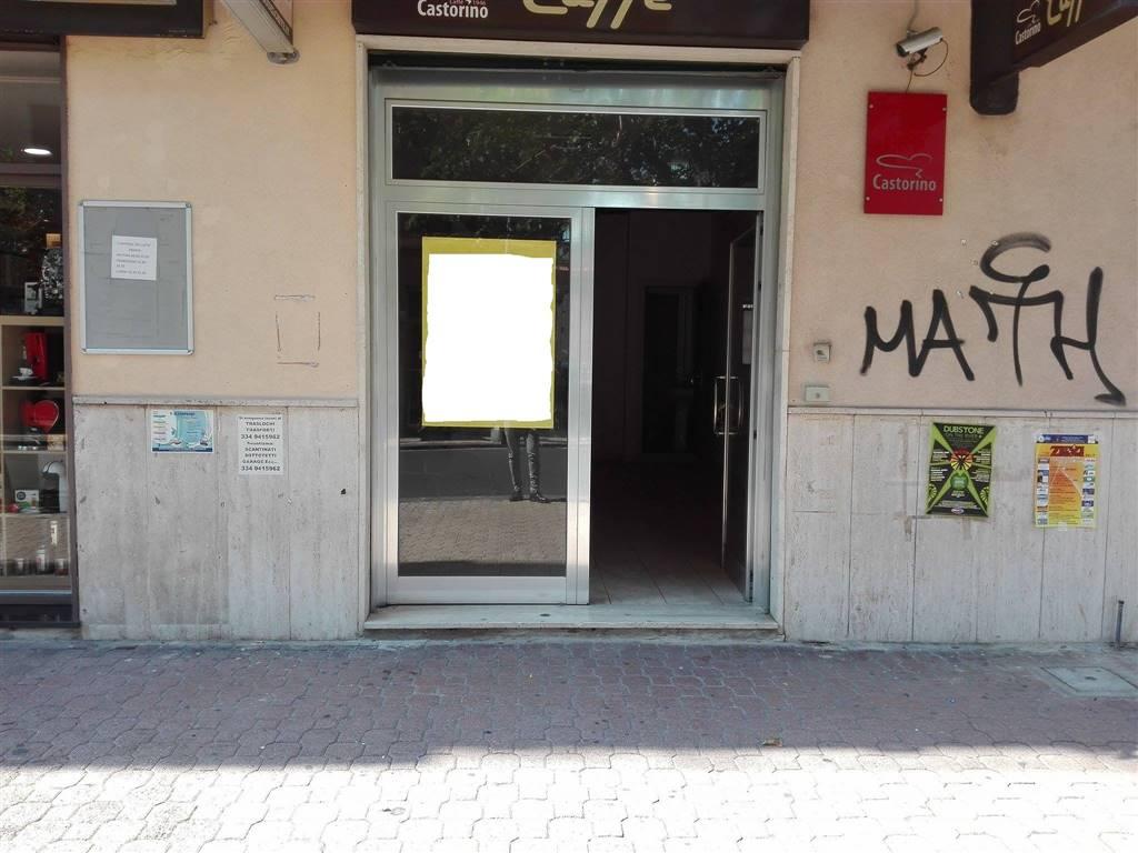Negozio / Locale in affitto a Salerno, 9999 locali, zona Zona: Pastena, prezzo € 700   CambioCasa.it