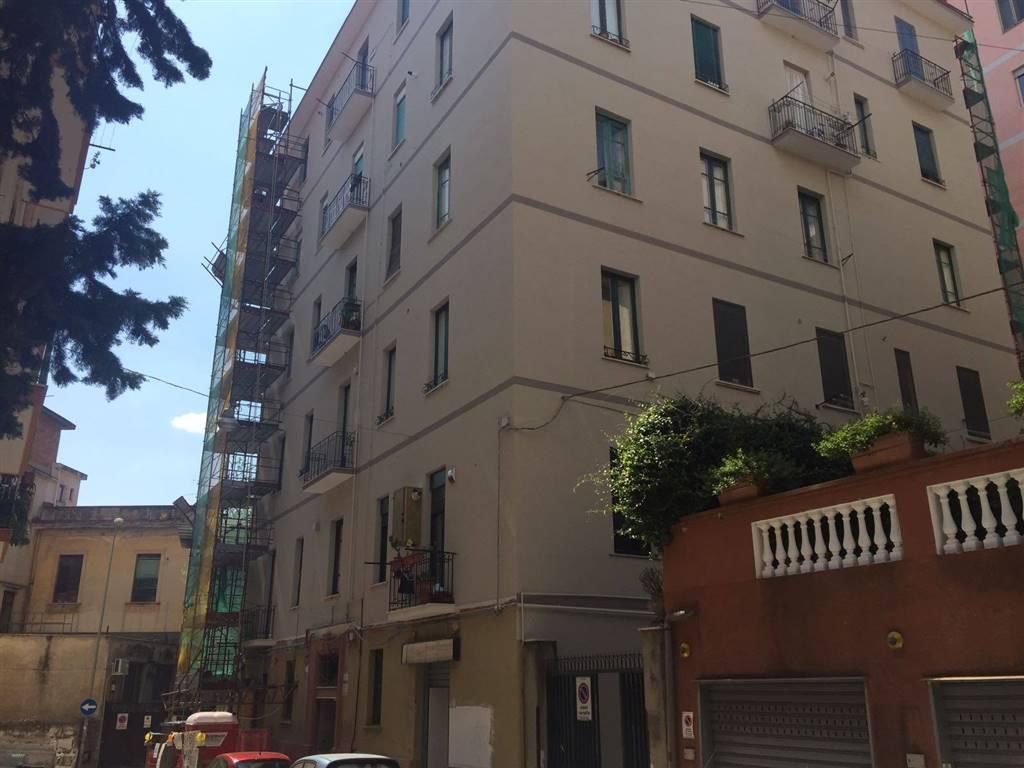 Negozio / Locale in affitto a Salerno, 9999 locali, zona Zona: Carmine, prezzo € 450 | CambioCasa.it